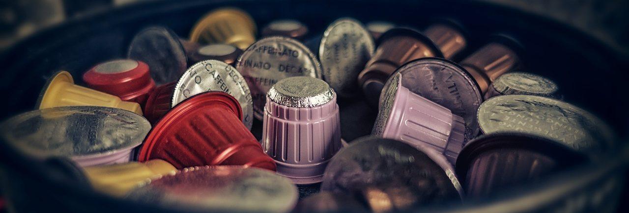 Kaffeekapseln in einer Schüssel